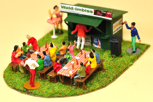 Modellbau H0 Figuren Diorame Wald-Imbiss Biergarten