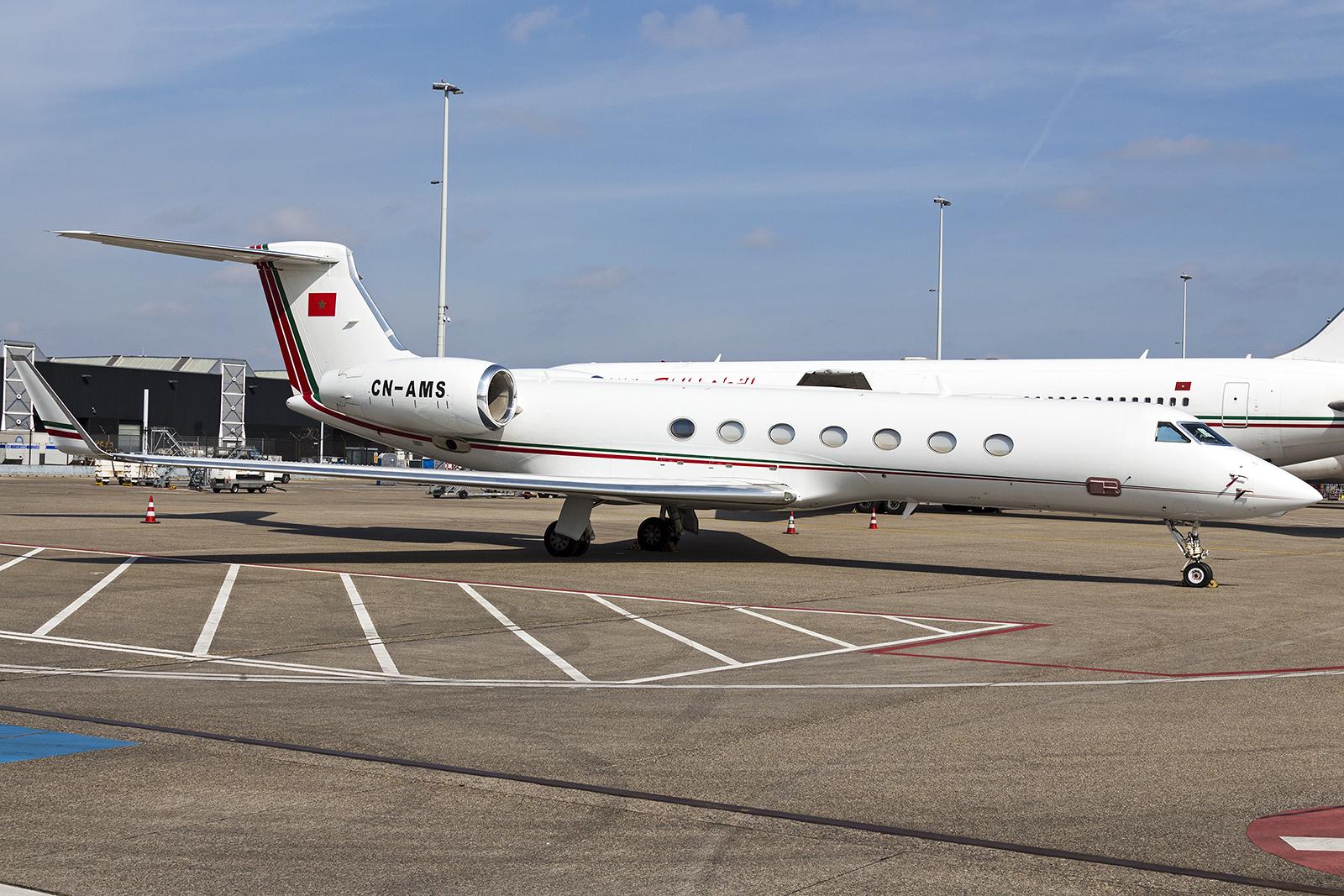 FRA: Avions VIP, Liaison & ECM - Page 12 25777309770_8172992813_o