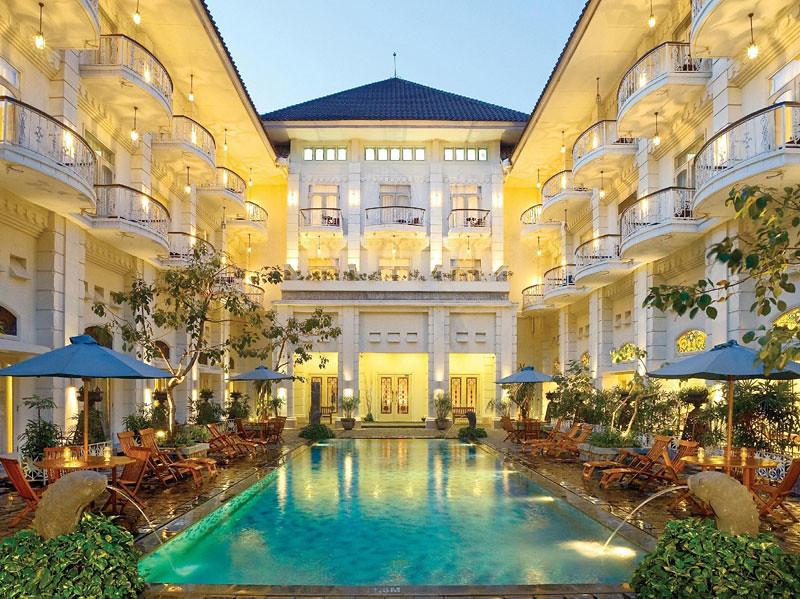 12.-The-Phoenix-Hotel-pool