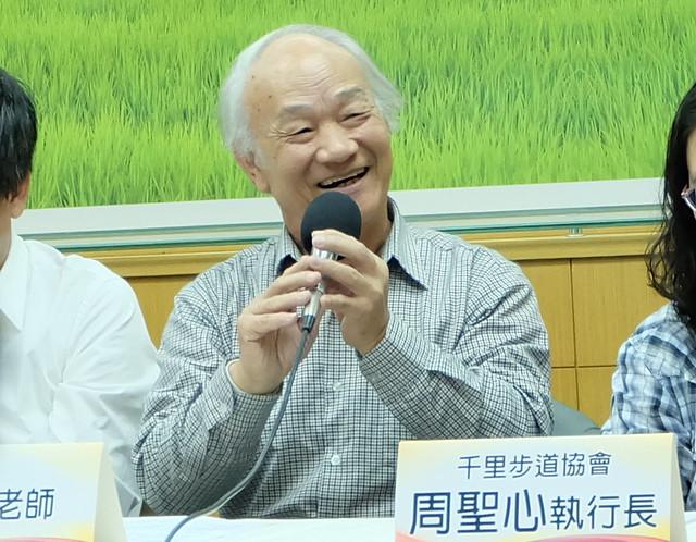 吳晟號召環保團體,提出環境優先陣線宣言。 攝影:陳文姿
