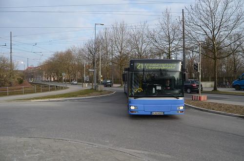 Wagen 028 von Autobus Oberbayern am Westfriedhof