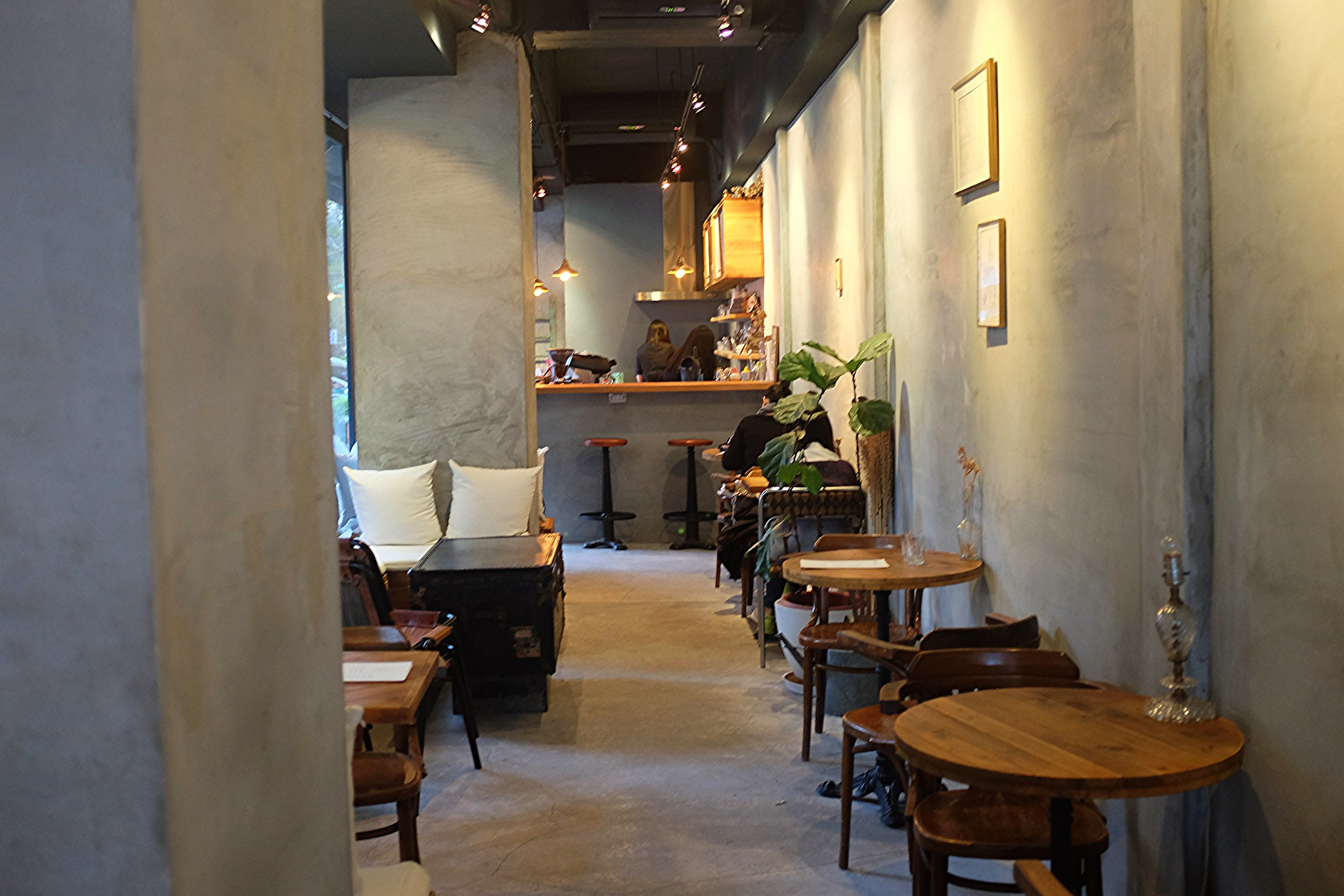 savour cafe inside