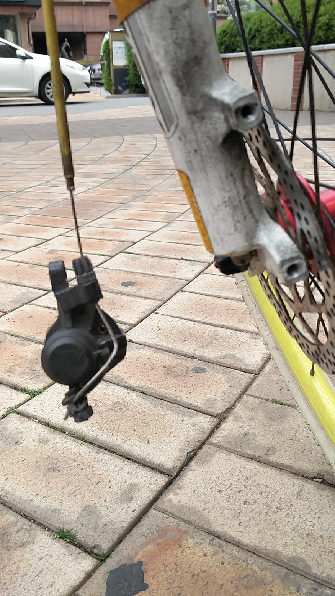 분리-'자전거 디스크 브레이크 패드 교체(How to replace break pads of the disk brakes)'