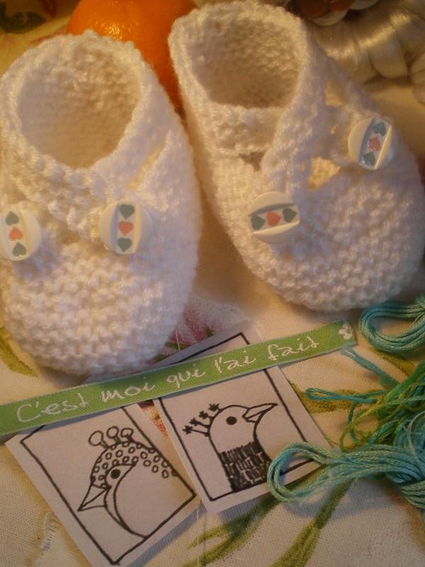 Petits chaussons tricotés boutonnés