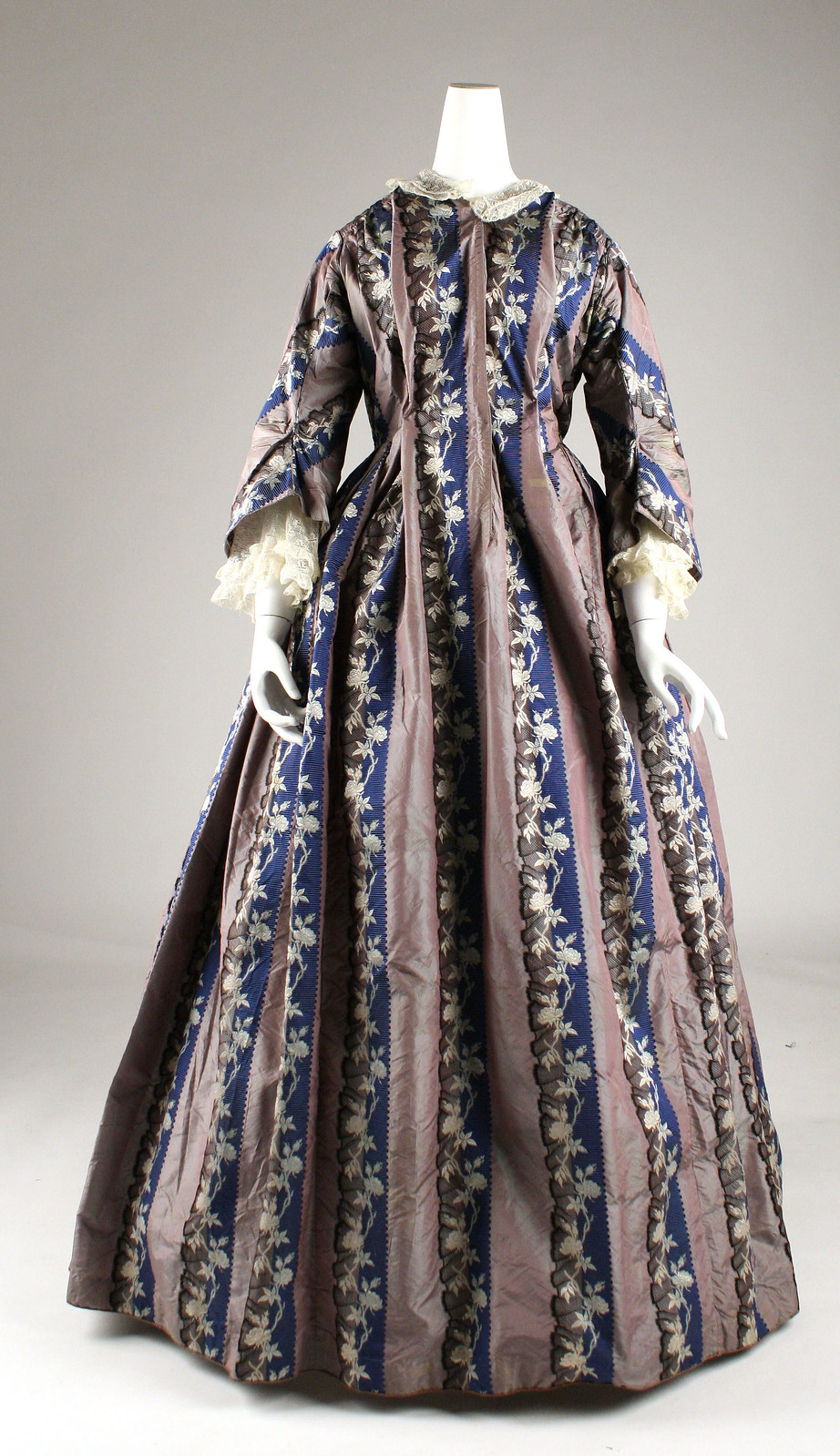 Dressing gown, c.1850, American, Silk, cotton. metmuseum