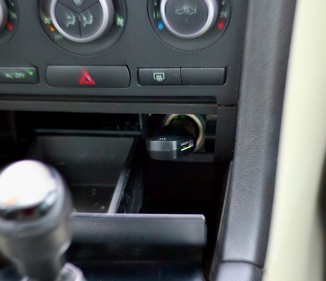 Smart USB Charger and Car Locator for your Saab
