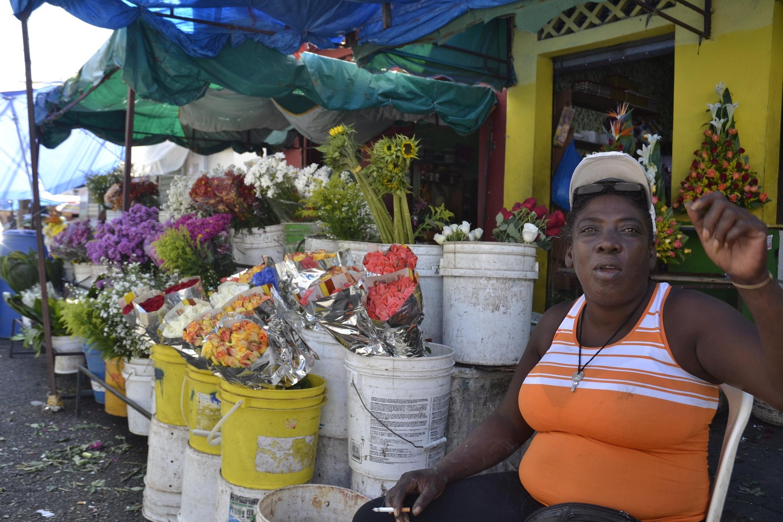 Image result for fotos de muchos haitianos vendiendo en calles de santo domingo