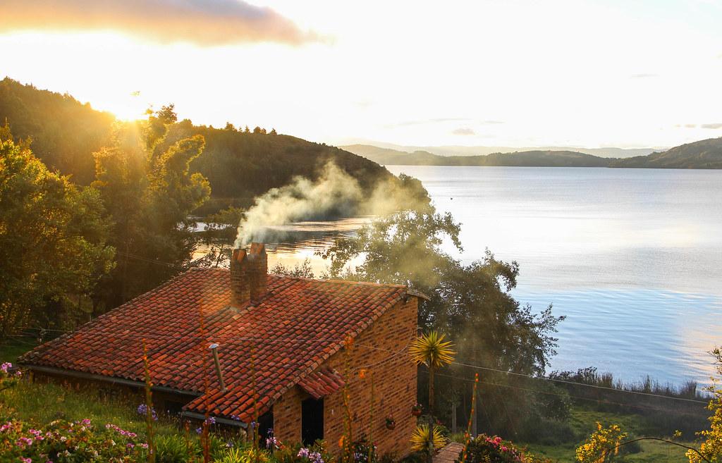 Casita del lago lago de tota boyaca colombia la vuelta for Cabine del lago casitas
