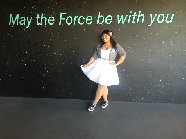 le fancy geek her universe disneyland season of the force star wars geek fashion