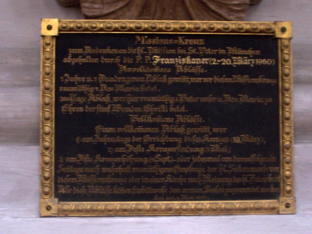 Tafel des Missionskreuzes im Alten Peter, München