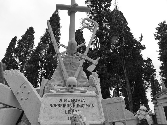 Monumento a memoria de los bomberos municipales de Lisboa
