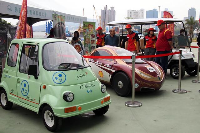 高雄應用科技大學現場展示的各式氫能車。攝影:李育琴
