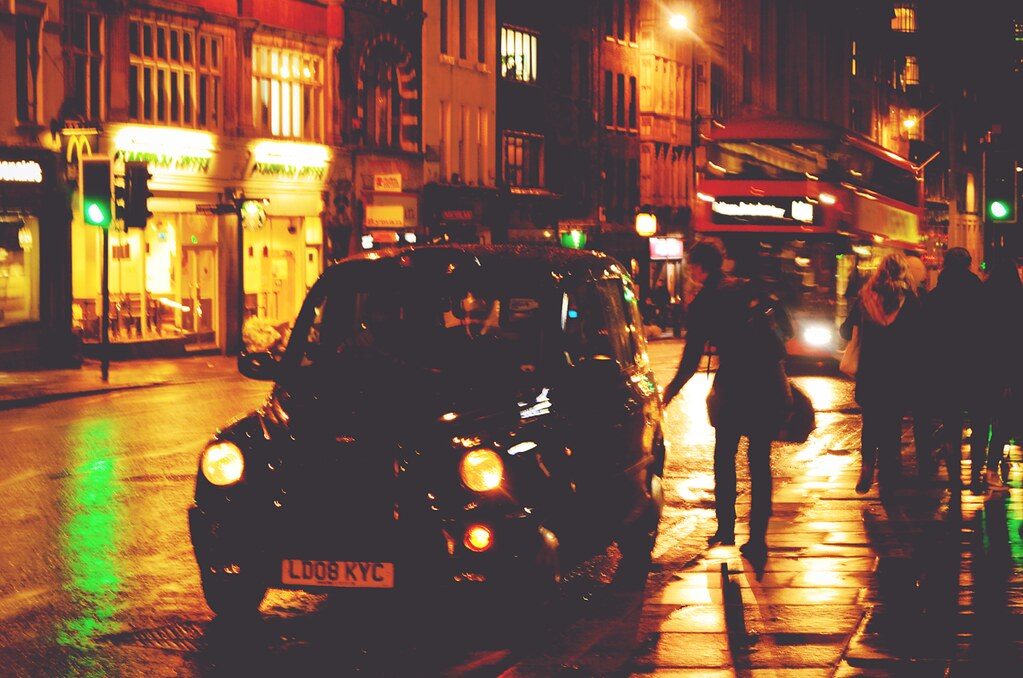 London streets at night | via It's Travel O'Clock