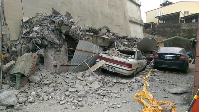 206南台強震;地點:台南永大路。攝影:李慧宜