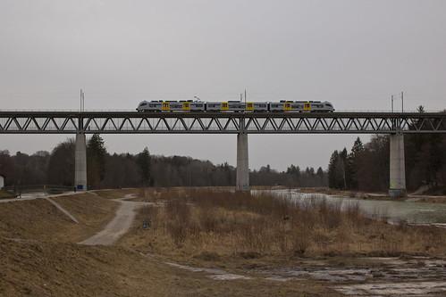 Seltenes auf der Großhesseloher Brücke: Der Desiro ML wird hier in Zukunft häufiger zu sehen sein