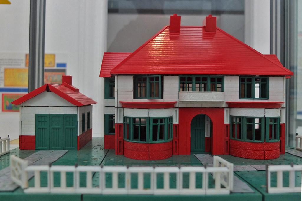 1950 S Bayko House And Garage Wandering Round