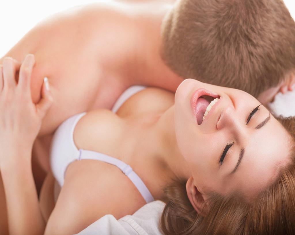 Licking creampie from her girlfriends ass