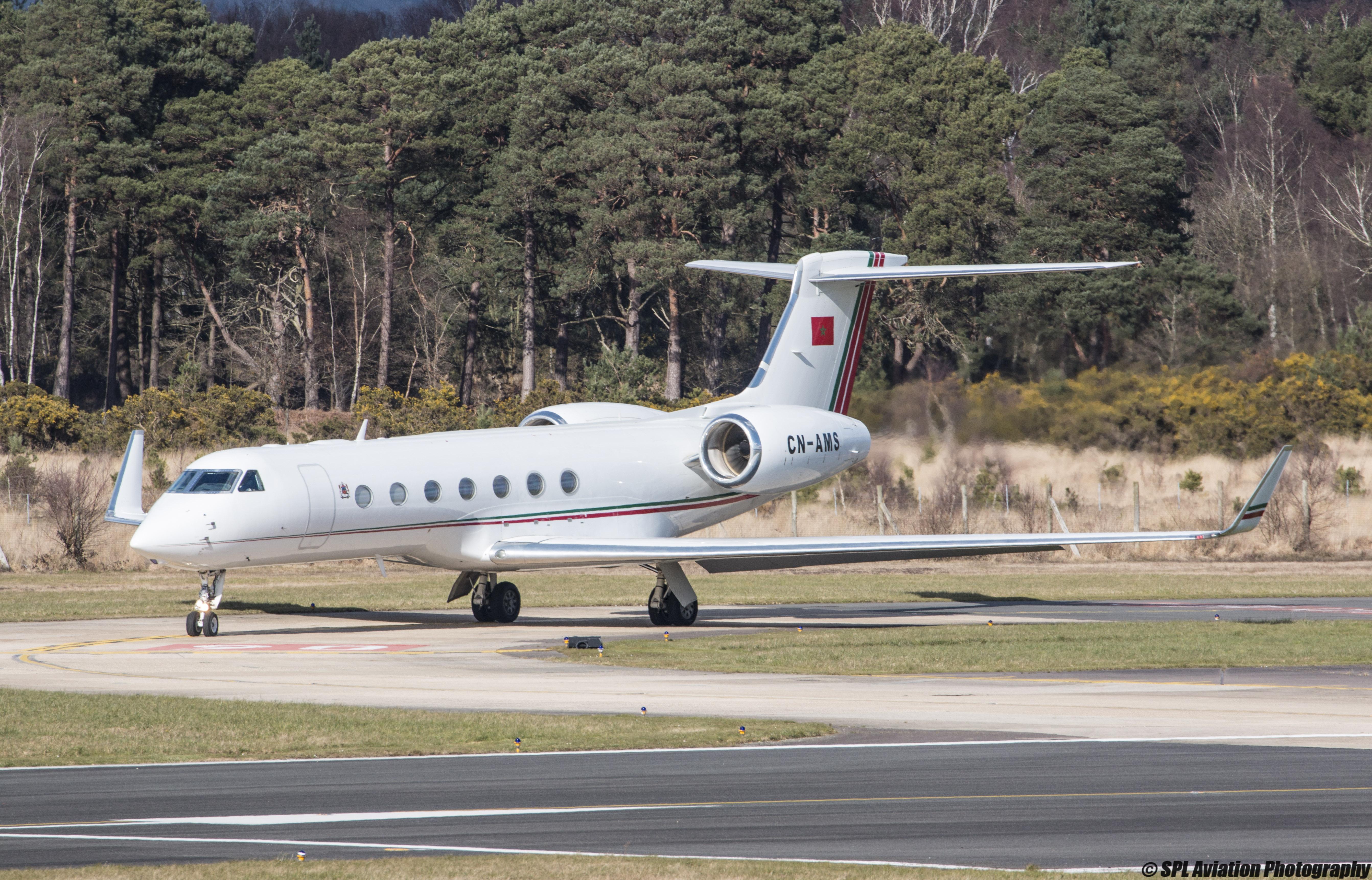 FRA: Avions VIP, Liaison & ECM - Page 12 25567247216_57e0153de9_o