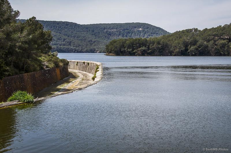 El pantano del Foix lleno a rebosar