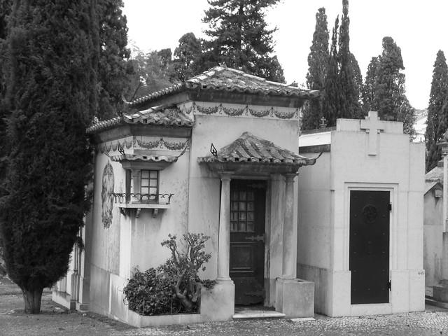 Jazigo del Cementerio de los Placeres con forma de casa tradicional portuguesa