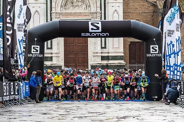 Κοινή η εκκίνηση των 30 & 45 Km, μέσα από την επιβλητική Santa Croce!
