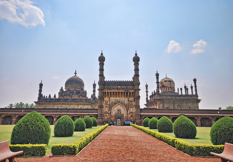 The Ibrahim Rauza complex built by Ibrahim Adil Shah II (1580-1627) consists of his tomb and mosque rising from a common raised terrace with a tank and fountain between them. (Photograph: Mukul Banerjee, via Wikimedia Commons.)