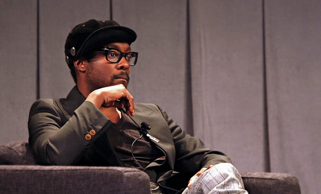 b17bb0a3768 La noticia ha llegado desde el New York Times: Apple está trabajando codo  con codo con Will.i.am (en la foto), Ben Silverman y Howard T. Owens (los  dos ...