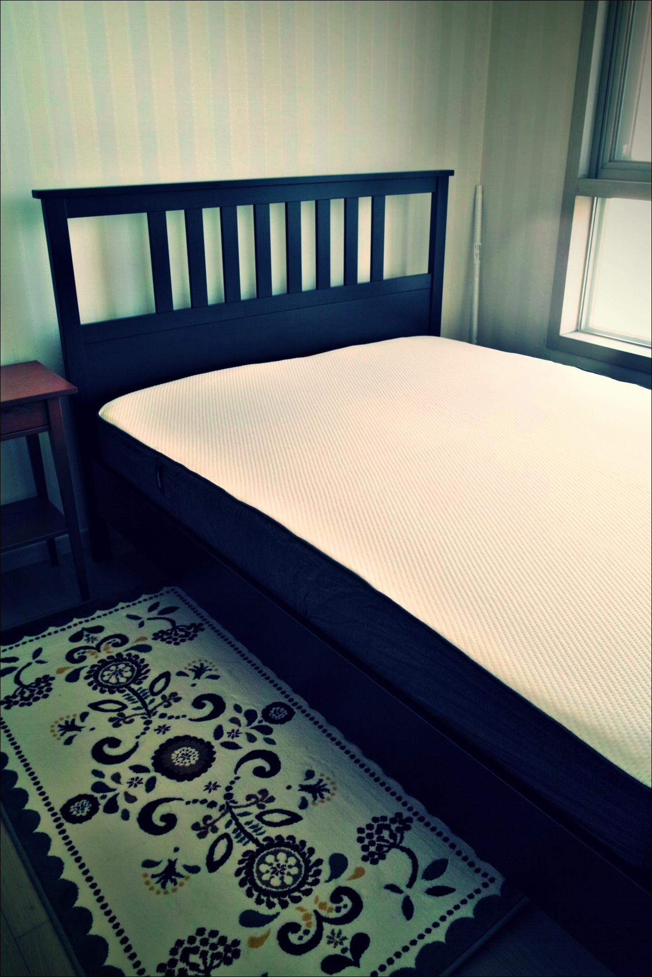 이케아 퀸 사이즈 프레임에 넣은 캐스퍼 매트리스-'캐스퍼 메모리폼 매트리스 the casper mattress'