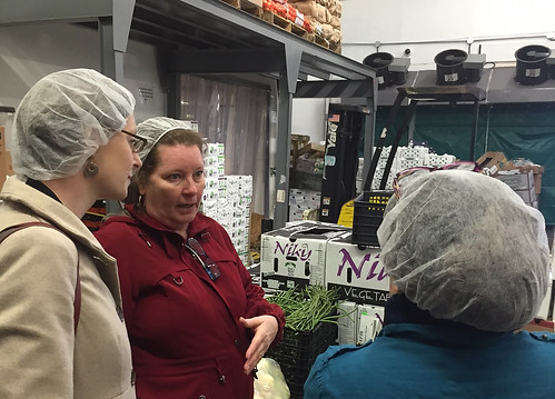Administrator Starmer and AMS Market News reporter, Holly Mozal, visiting Coosemans, D.C.