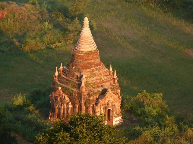 Templo de Bagan a vista de globo aerostático