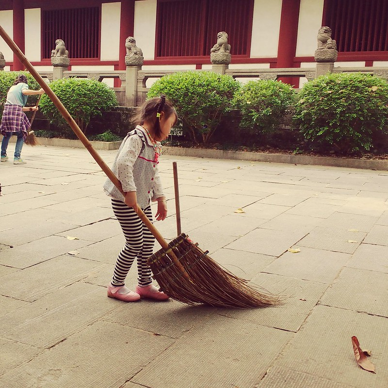 temple sweeping guangzhou