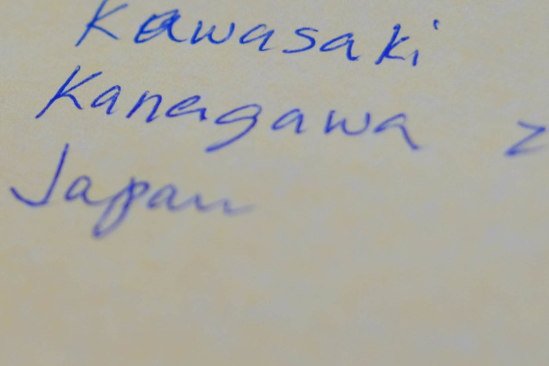 封筒内住所の部分の拡大写真。Kawasaki Kanagawa Japanの文字が見える。aはやや間違えて上から書き直した様子が伺える。