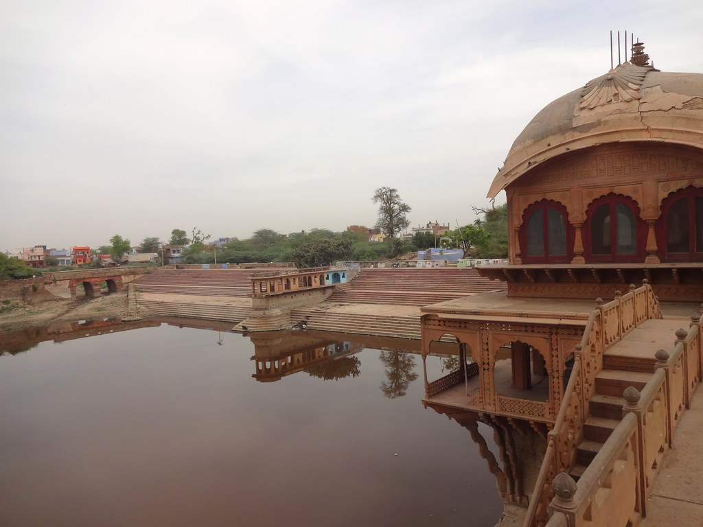 The Gopal Sagar pond is flanked by two pavilions, Saawan and Bhado, named after the rainy months in the traditional Indian calendar. Gopal Sagar pond had a garden on the southern end, which is in shambles now.
