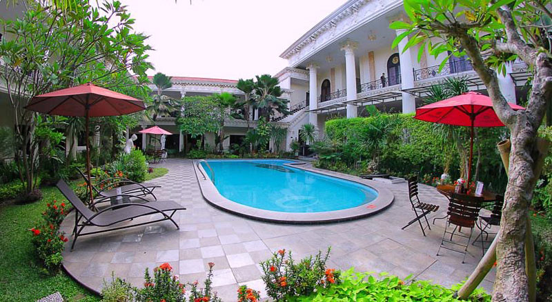 Grand Palace Yogyakarta Terletak Di Sebuah Gang Yang Jauh Dari Riuhnya Kota Ada Banyak Pilihan Transportasi Tersedia Dekat Hotel Untuk