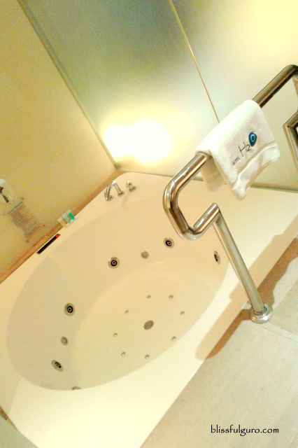 Hotel H2O Manila Club Bay Room Jacuzzi