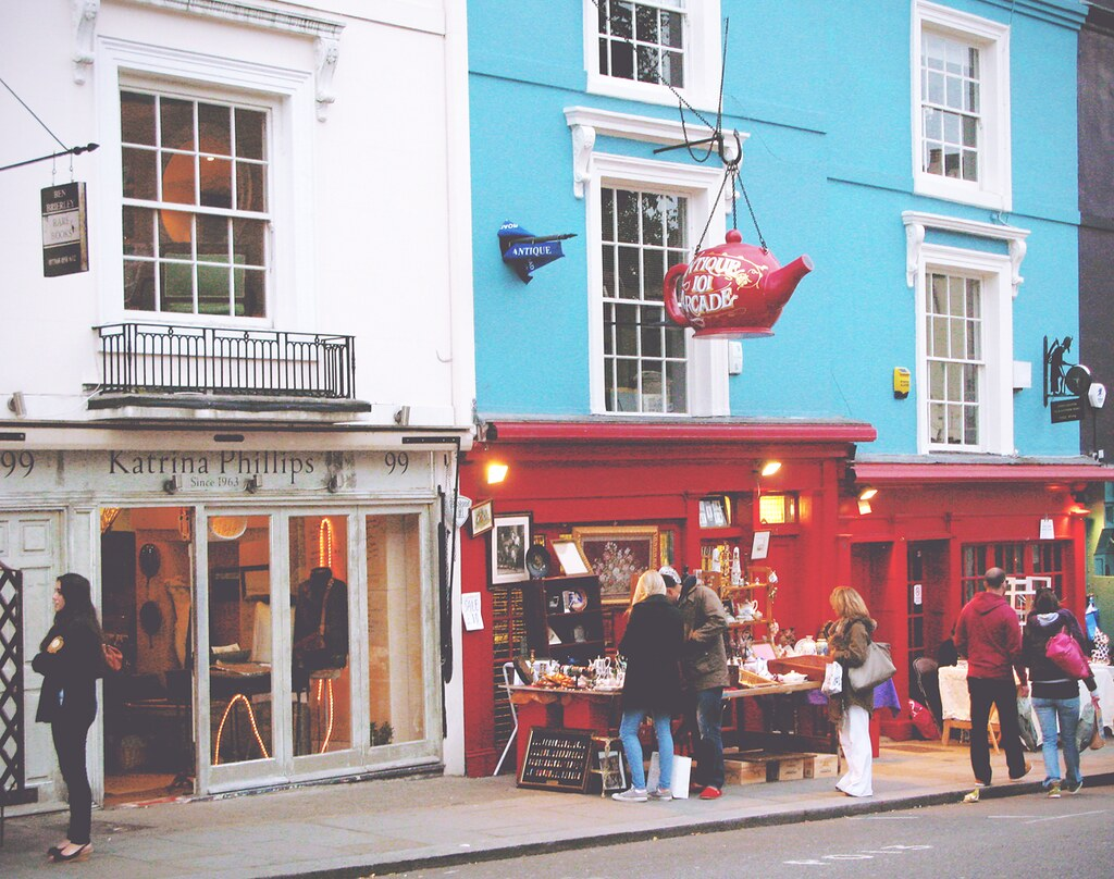 Portobello Road, Notting Hill, London | via It's Travel O'Clock