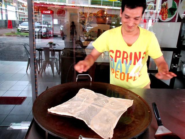 Making roti canai 3