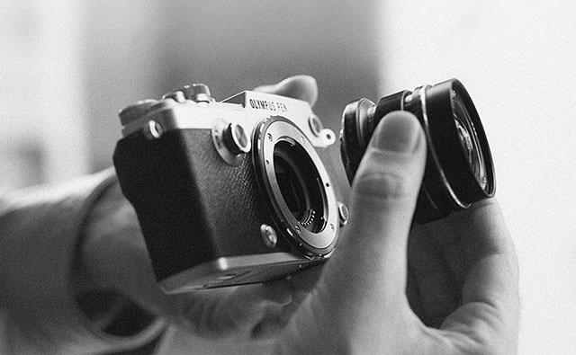 máy ảnh olympus kèm theo ống kính