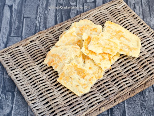 Curtis Stone's Manchego Crackers