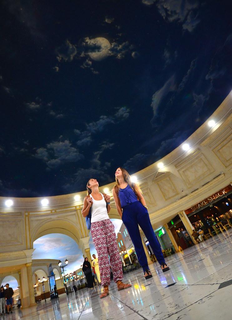 La espectacular cúpula de entrada al centro comercial Villaggio