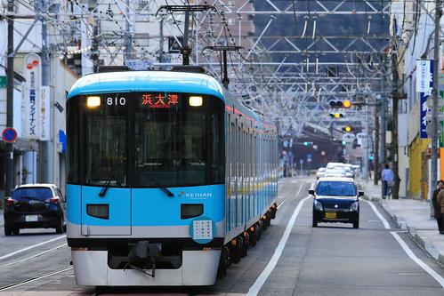 Die Keihan Keishin Line von Kyoto nach Ōtsu in Westjapan ist ein besonderes Verkehrsmittel, da sie im Ortskern von Ōtsu auf einem Teilstück straßenbündig verkehrt, außerhalb jedoch als Eisenbahn. In Kyoto hat diese Linie keine eigenen Gleise, sondern nutzt U-Bahn-Gleise und -Tunnel der Kyoto Subway Tōzai Line mit. Quelle: yagi-s auf flickr, Creative-Commons-Lizenz.