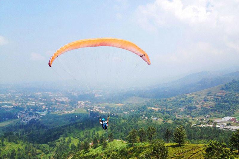 15-paragliding-puncak---by-bintang-mahacakrie