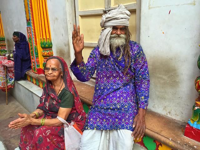 Escena en un templo de Mathura (India)
