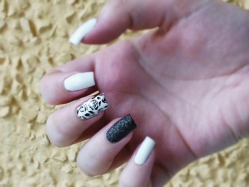 black white stamping nail