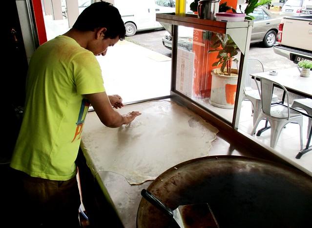 Making roti canai 1