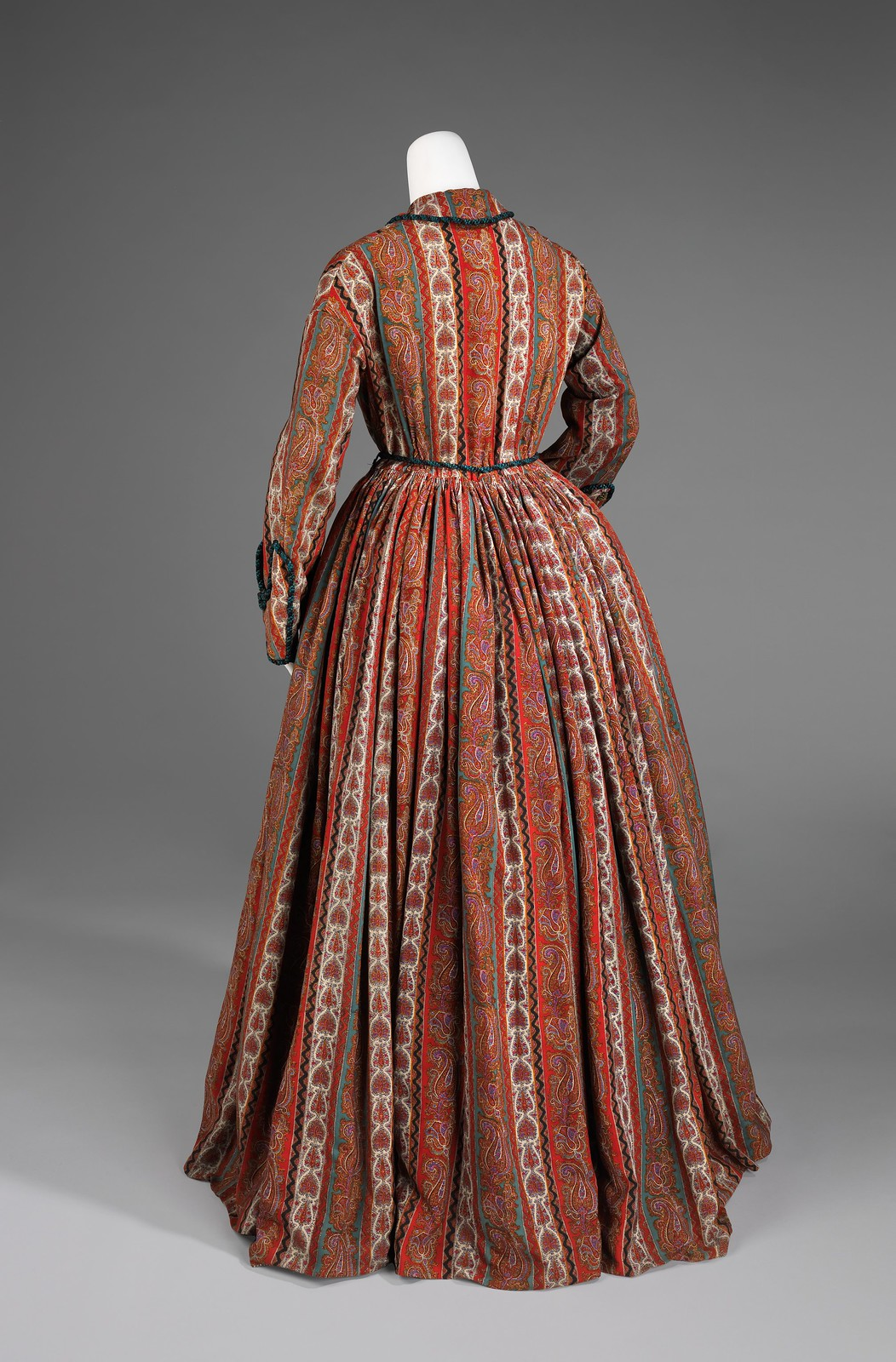 Dressing gown ca. 1875 American Wool, silk, metmuseum (back)