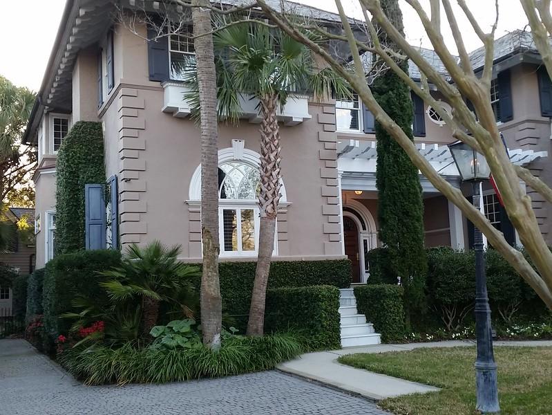 U-shaped house, palm trees