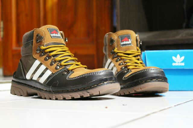 Sepatu Adidas Boot (3) | oleh notaspecial