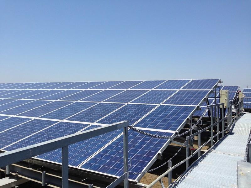 光彩濕地上的太陽光電。本報資料照片。