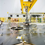 Inside a massive clean room at NASA´s Goddard Space Flight Center in Greenbelt, Maryland the James Webb Space Telescope team used a robotic am to install the last of the telescope´s 18 mirrors onto the telescope structure. Image credit: NASA/Chris Gunn